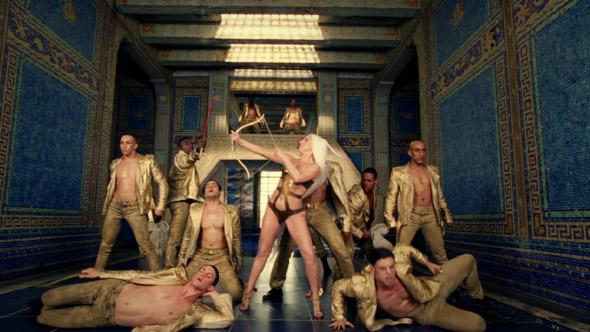Curreri-Gaga-GUY